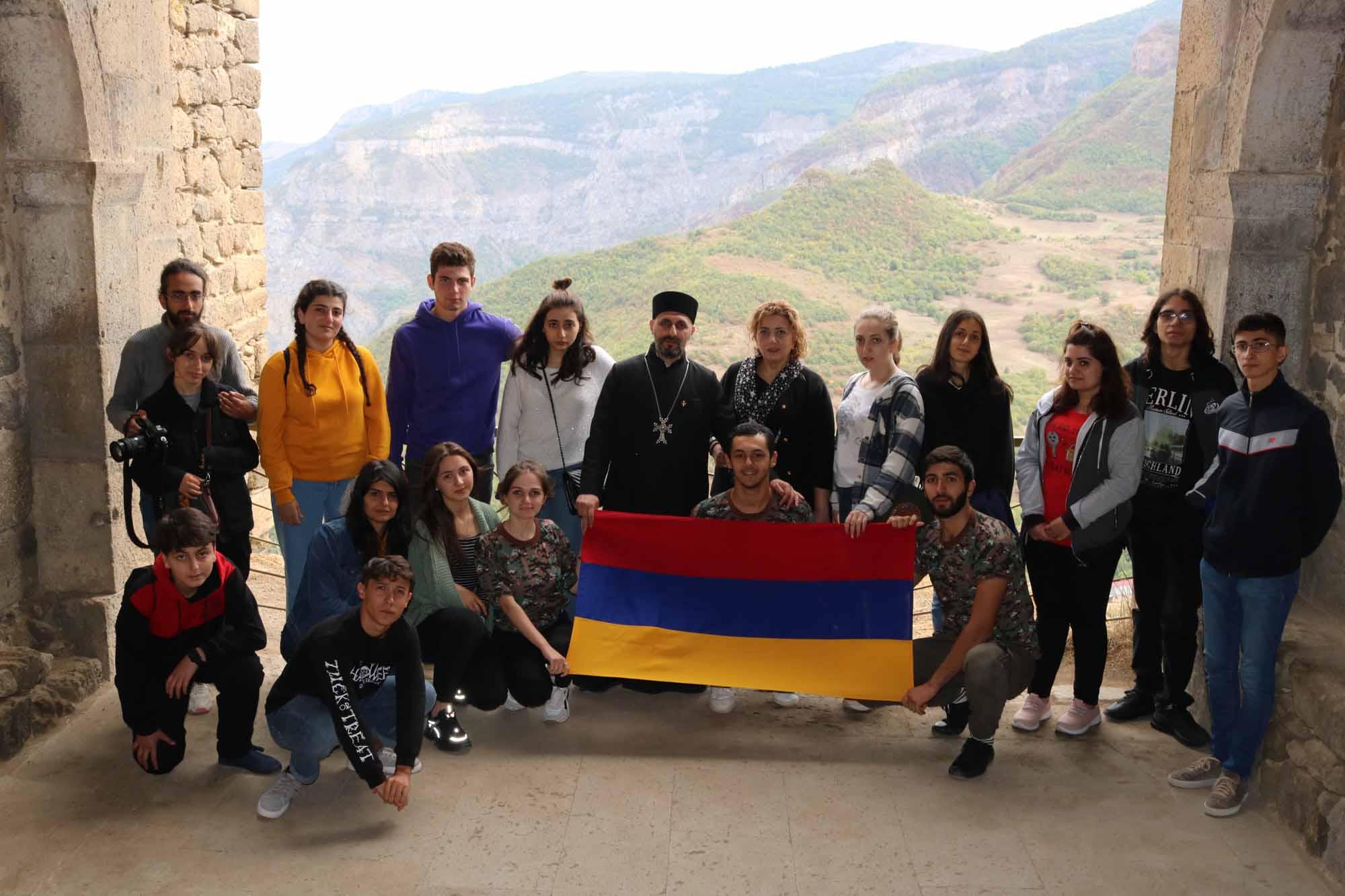 Познавательный визит армянской молодежи, проживающей в Грузии, на Родину